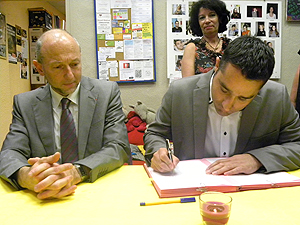 Signature de la convention entre la PJJ et l'association Le Refuge  � Fr�d�ric Phaure