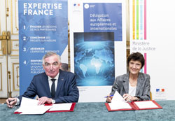 Expertise technique internationale: signature de deux conventions ©DICOM/MJ